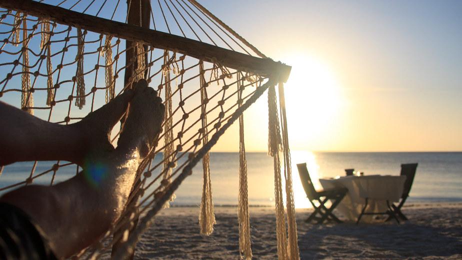 honeymoon-dinner-at-the-beach-pemba-island